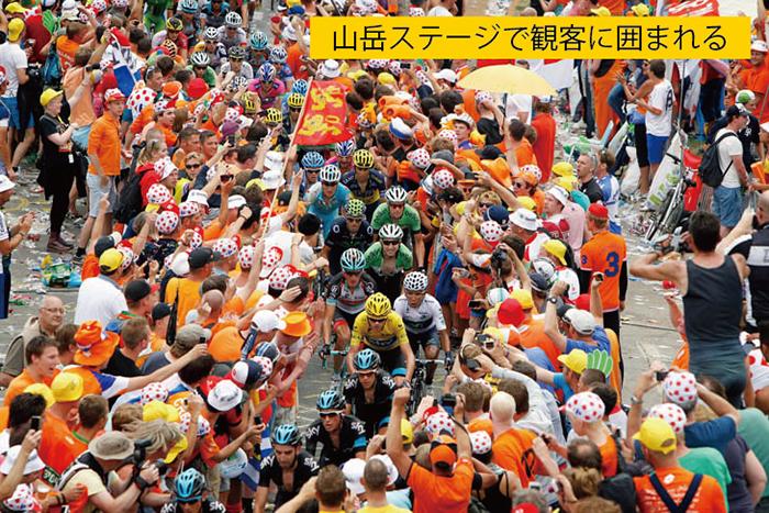 山岳ステージで熱狂する観客