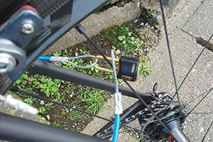 ロードバイクの盗難防止 スポークに鍵を引っ掛ける