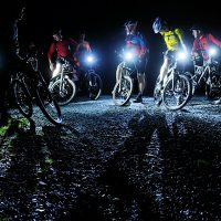 夜間は注意!自転車のライトに必要な明るさと選び方!