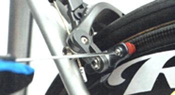 ロードバイクのブレーキシューの外し方 ネジを外す