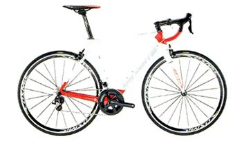アクティブなイメージのスポーティなデザインのロードバイク