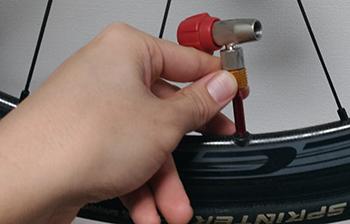 インフレーターだけをバルブに取り付ける
