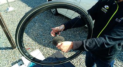 チューブラータイヤのセンター出し(調整) 画像でわかる!チューブラータイヤの交換方法