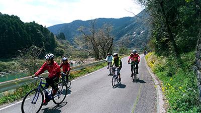 球磨川沿いを楽しく走るサイクルイベント「八代センチュリーライド」の風景