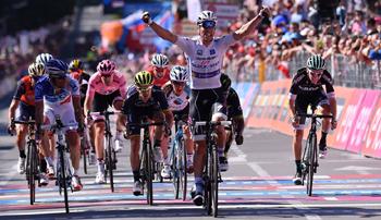 2017年 ジロ・デ・イタリア 第15ステージで優勝したルクセンブルクのボブ・ユンゲルス(クイックステップフロアーズ)
