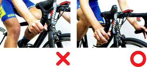 ハンドルの握り方で肩の力が抜けて走りが安定する