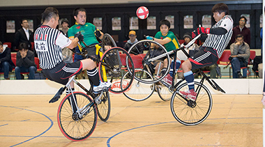 自転車トラック競技のサイクルサッカー