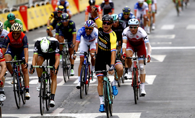 2017年ツール・ド・フランス 第10テージ優勝の ディラン・フルーネウェーヘン