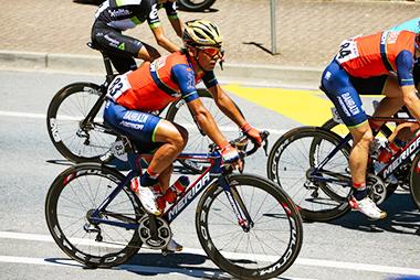 バーレーン・メリダに所属する新城幸也選手とメリダのロードバイク