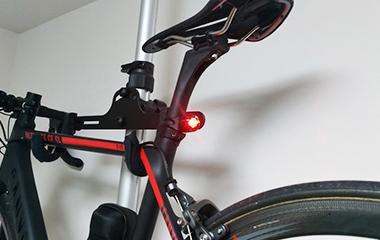 ロードバイクのテールライト PWT アルミCNCの点灯時の明るさ